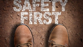 Safety shoes with impact resistance