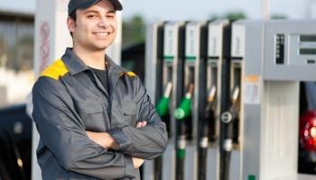 The best safety footwear for petrol pump attendants